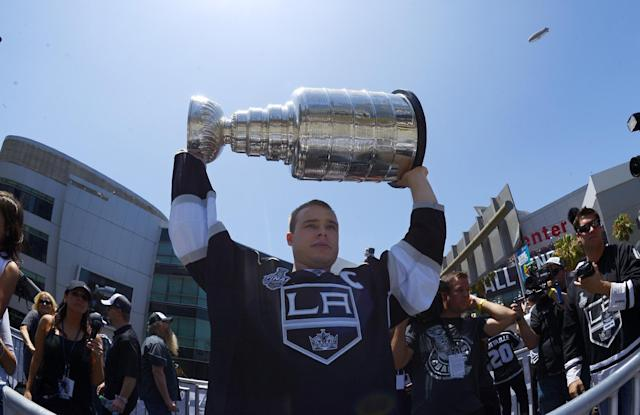 How much bonus money did LA Kings get for Stanley Cup win?