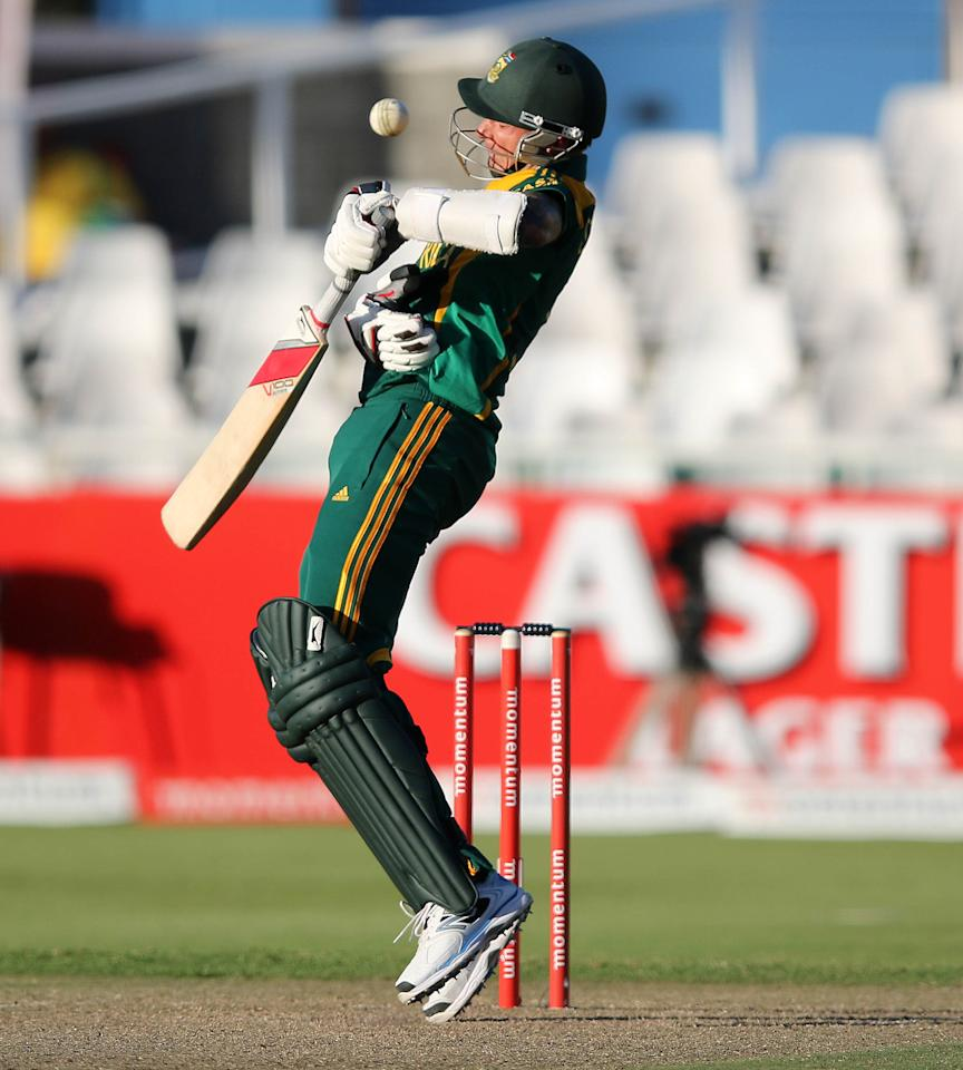 South Africa's  Dale Steyn is almost hit in the face sduring the first One day International (ODI) Cricket Match between Pakistan and South Africa at Newlands Cricket Ground in Cape Town on November 24, 2013. AFP PHOTO / ANESH DEBIKY        (Photo credit should read ANESH DEBIKY/AFP/Getty Images)