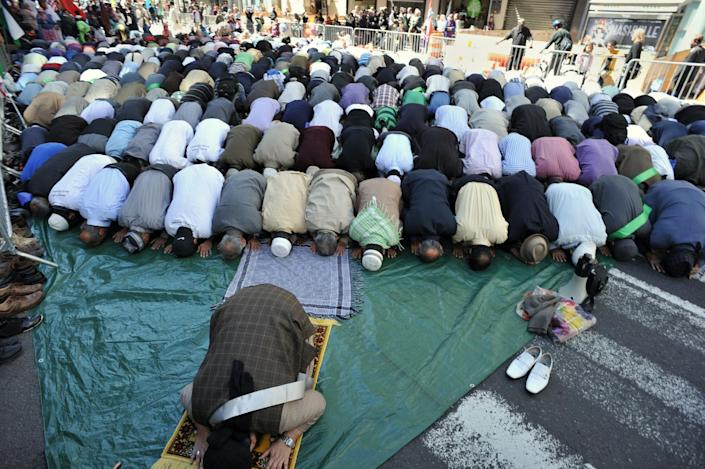File picture shows Muslim men praying on Madison Avenue in New York just before the 27th annual Muslim Day Parade in New York on September 23, 2012 (AFP Photo/Stan Honda)