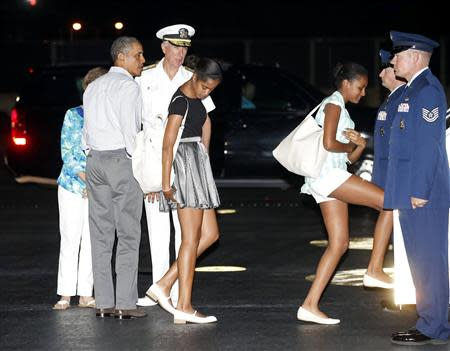 Obama departs Hawaii to return to Washington