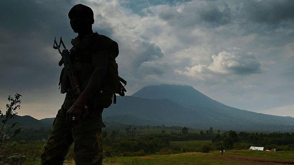 A soldier in front of Mount Nyiragongo, DR Congo - archive