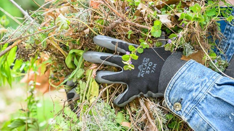 Find the perfect gardening gloves for all your outdoor needs right down below.