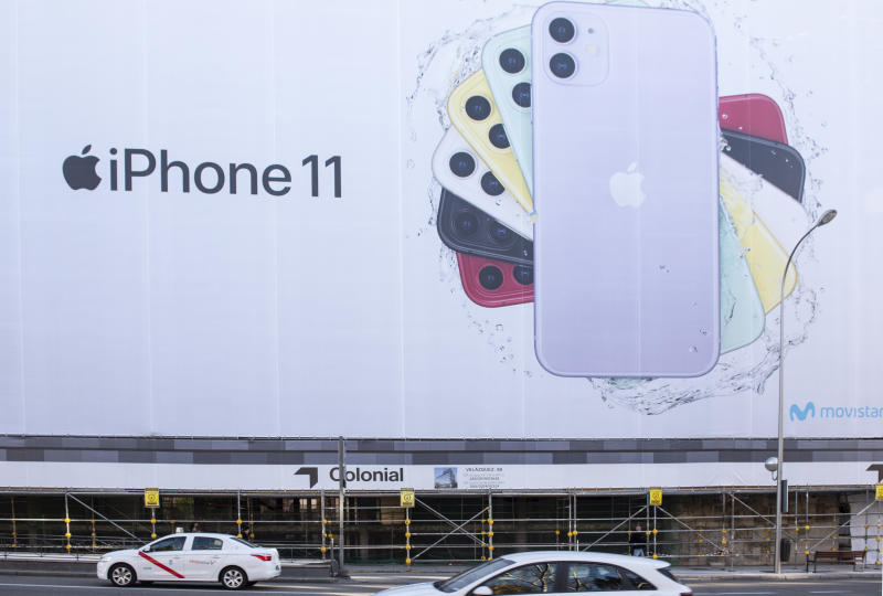 MADRID, SPAIN - 2019/12/30: A large Apple Iphone 11 advertisement seen in Madrid, Spain. (Photo by Budrul Chukrut/SOPA Images/LightRocket via Getty Images)