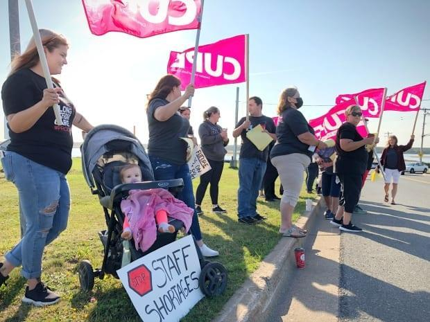 More than 25 workers at the Seaview Manor nursing home in Glace Bay mounted an information picket on Wednesday to raise awareness of a labour shortage in long-term care. (Tom Ayers/CBC - image credit)