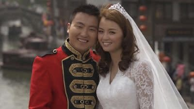 A Chinese bride wears a McQueen look-alike dress by the Muyi Wedding Dress Company. Photo courtesy of Sky News.