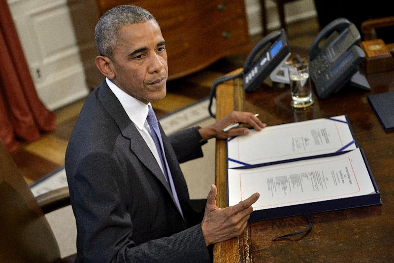 US President Barack Obama signed into law a bipartisan bill allowing Puerto Rico to restructure its $70 billion debt in Washington on June 30, 2016