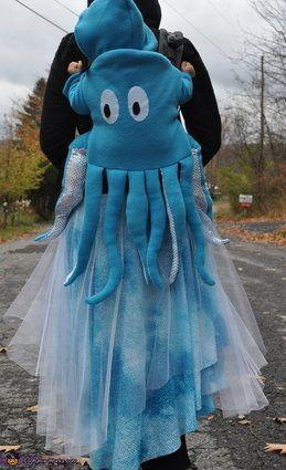 "Vía <a href=""http://www.costume-works.com/octopus_swimming_in_the_ocean.html"" target=""_blank"">Costume-Works.com</a>"