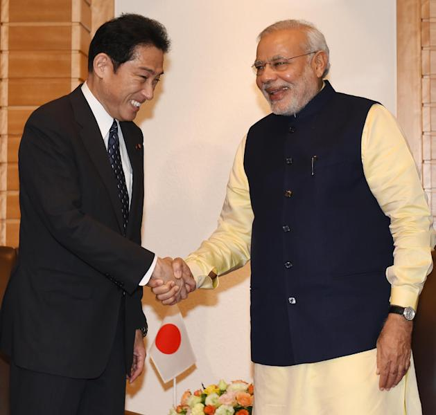 Visiting Indian Prime Minister Narendra Modi (R) is greeted by Japanese Foreign Minister Fumio Kishida prior to their meeting at a Tokyo hotel, on September 1, 2014 (AFP Photo/Toshifumi Kitamura)