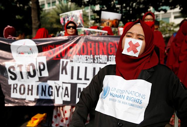 <p>Activists and protesters take part in a rally in support of Myanmar's Rohingya during one of the deadliest bouts of violence involving the Muslim minority in decades, in Jakarta, Indonesia, Sept. 3, 2017. (Photo: Darren Whiteside/Reuters) </p>