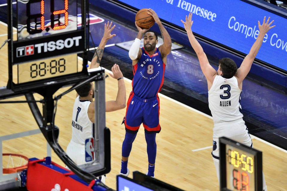 Detroit Pistons guard Wayne Ellington (8) shoots between Memphis Grizzlies forward Kyle Anderson (1) and guard Grayson Allen (3) during the second half of an NBA basketball game Friday, Feb. 19, 2021, in Memphis, Tenn. (AP Photo/Brandon Dill)