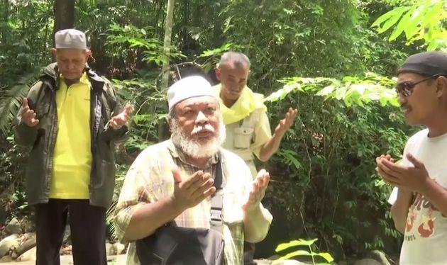 A Malaysian shaman performed rituals for the missing schoolgirl on August 12
