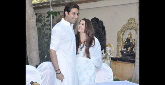 <p>Some things are destined, and Abhishek Bachchan and Aishwarya Rai love story is a reflection of that. After seven years of dating, Abhishek proposed Aishwarya at a New York hotel's lobby and today the two are happily married and blessed with a baby girl.</p>