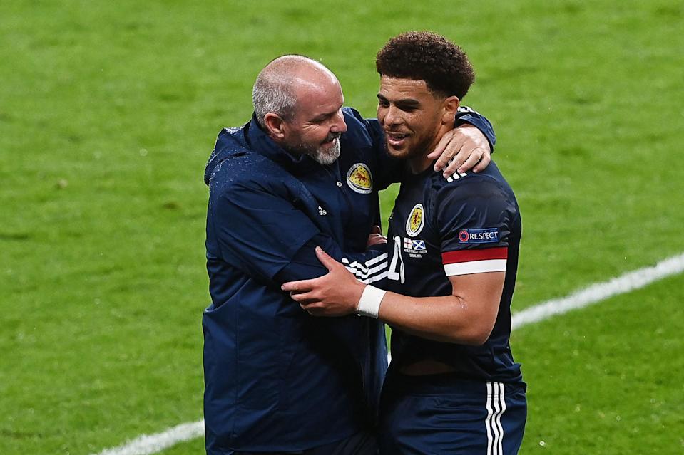 Che Adams hugs Steve Clarke after being substituted (AFP/Getty)