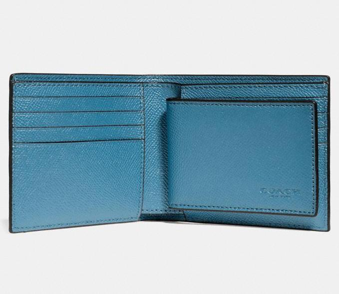 3-In-1 Wallet. Image via Coach Outlet.