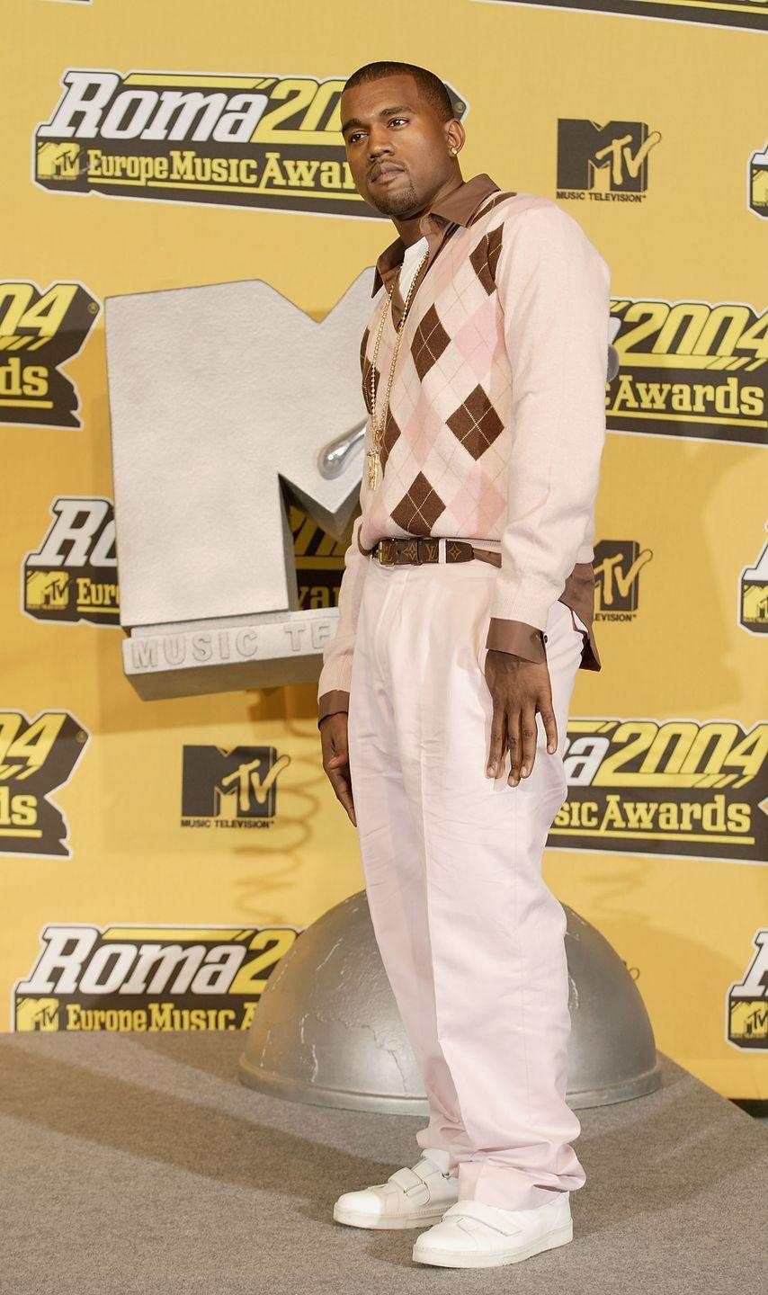 <p>At the MTV European Music Awards, West got schooled in an argyle sweater and matching baggy pink pants.</p>