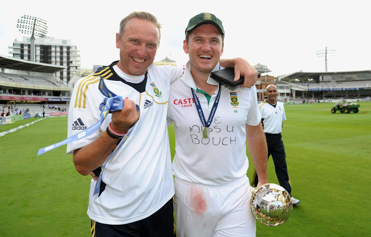 LONDON, ENGLAND - AUGUST 20:  South Africa captain Graeme Smith and coach Allan Donald celebrate with the ICC World Test mace after winning the 3rd Investec Test match between England and South Africa at Lord's Cricket Ground on August 20, 2012 in London, England.  (Photo by Gareth Copley/Getty Images)