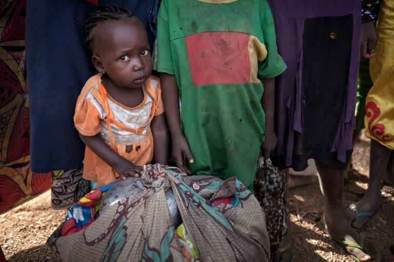A little girl and her family are among hundreds to flee violence in northwestern Central African Republic, according to Medecins Sans Frontieres