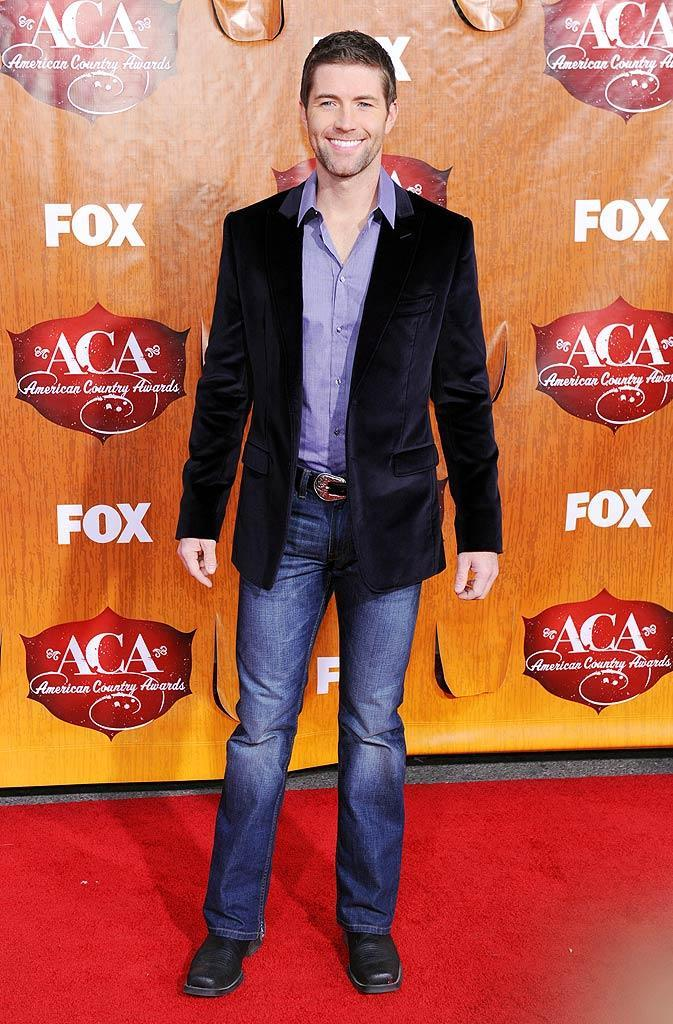 Singer Josh Turner arrives at the American Country Awards held at the MGM Grand Garden Arena in Las Vegas. (12/05/2011)