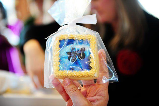 """<p>How fun are these? Cookies decorated with edible photo decals make for a decidedly original gift. </p><p><strong><a href=""""https://thepioneerwoman.com/cooking/edible-photo-decal-cookies/"""" rel=""""nofollow noopener"""" target=""""_blank"""" data-ylk=""""slk:Get the tutorial"""" class=""""link rapid-noclick-resp"""">Get the tutorial</a>.</strong></p><p><a class=""""link rapid-noclick-resp"""" href=""""https://go.redirectingat.com?id=74968X1596630&url=https%3A%2F%2Fwww.walmart.com%2Fip%2FThe-Pioneer-Woman-Spring-10-Piece-Baking-Prep-Set-Teal%2F269954471&sref=https%3A%2F%2Fwww.thepioneerwoman.com%2Fholidays-celebrations%2Fgifts%2Fg32307619%2Fdiy-gifts-for-mom%2F"""" rel=""""nofollow noopener"""" target=""""_blank"""" data-ylk=""""slk:SHOP BAKING TOOLS"""">SHOP BAKING TOOLS</a></p>"""