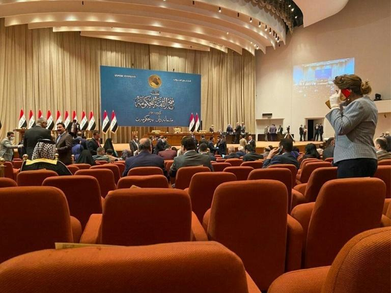 Iraqi members of parliament vote on a new government led by Prime Minister Mustafa Kadhemi (AFP Photo/-)