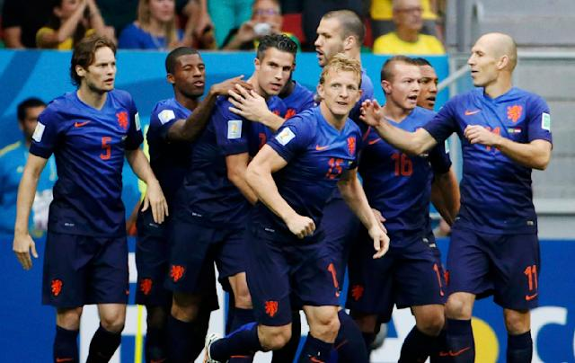 Robin van Persie of the Netherlands (C) celebrates his goal against Brazil with his teammates during their 2014 World Cup third-place playoff at the Brasilia national stadium in Brasilia July 12, 2014. REUTERS/Jorge Silva (BRAZIL - Tags: SOCCER SPORT WORLD CUP)