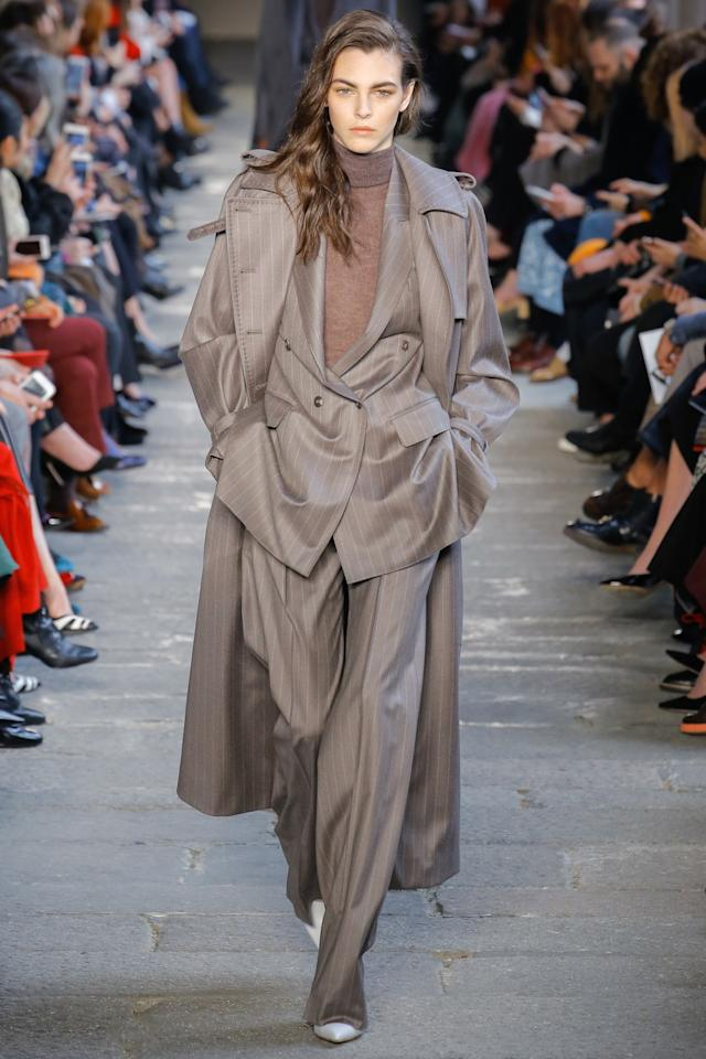 <p>A model walks the runway at Maxmara's fall 2017 show in Milan. (Photo: Getty Images) </p>