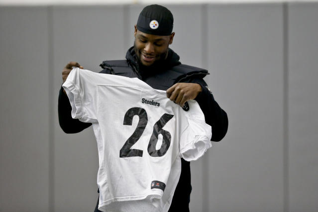 Le'Veon Bell hasn't suited up for the Steelers since their playoff game in January. (AP)