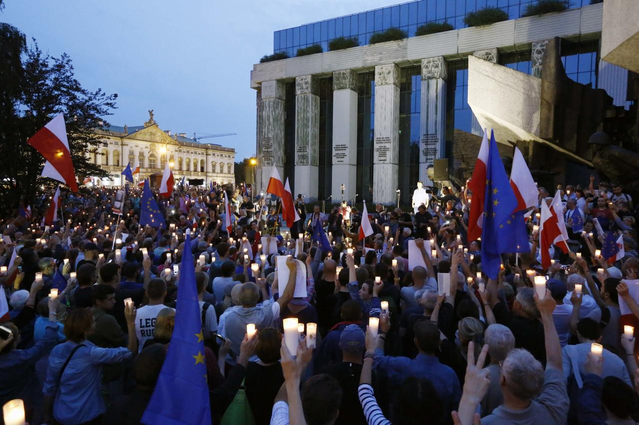 People gather in front of the Supreme Court during a protest against the Supreme Court legislation in Warsaw, Poland, July 2, 2017. REUTERS/Kacper Pempel