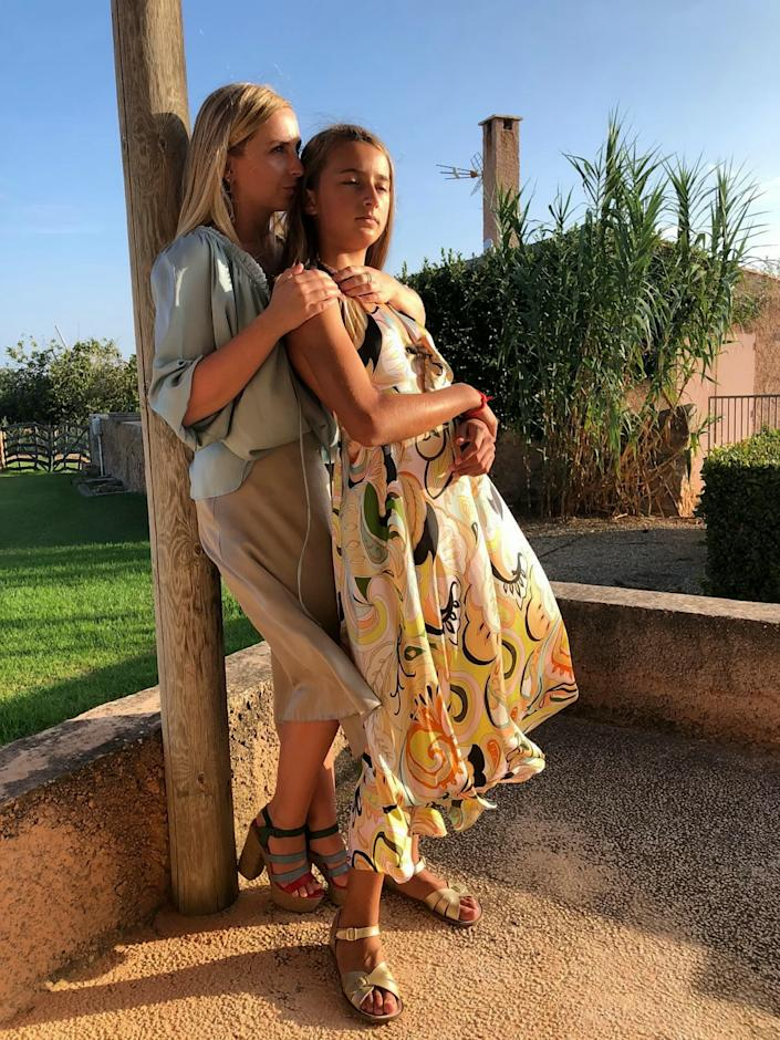 Isabella, pictured with her sister, had flown to America for a holiday of a lifetime with her best friend Olivia (Picture: SWNS)