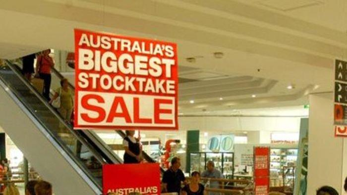 Shoppers queue up for Boxing Day sales