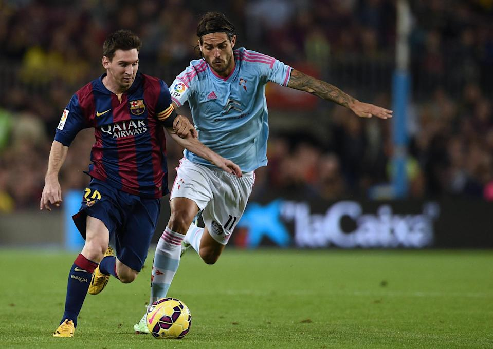 Barcelona's Lionel Messi (L) fights for the ball with Celta Vigo's Joaquin Larrivey, during their Spanish La Liga match at the Camp Nou stadium in Barcelona, on November 1, 2014 (AFP Photo/Lluis Gene)