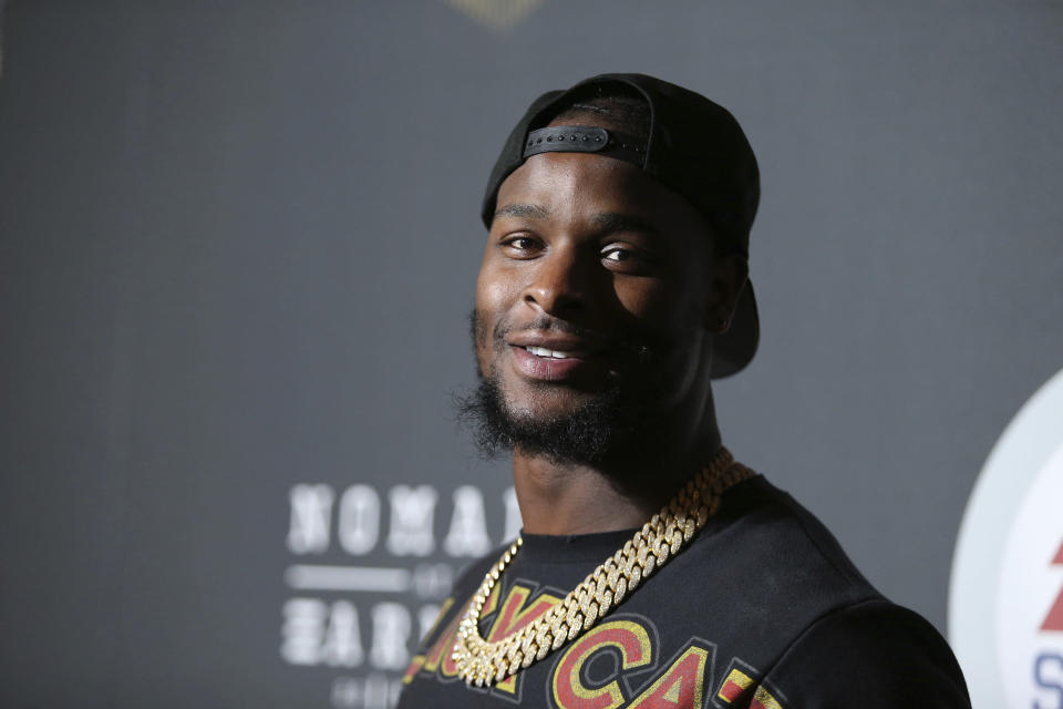 The Pittsburgh Steelers are reportedly listening to trade offers for RB Le'Veon Bell. (AP)