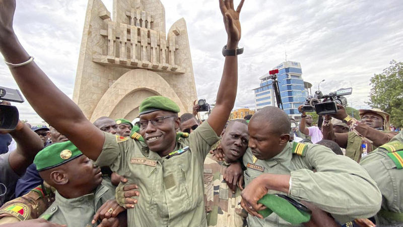 US halts military ties with Mali as crowds hail junta takeover