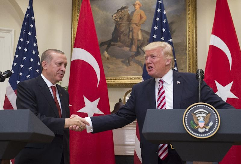 US President Donald Trump and Turkish counterpart Recep Tayyip Erdogan pledged to improve ties when they met at the White House (AFP Photo/SAUL LOEB)