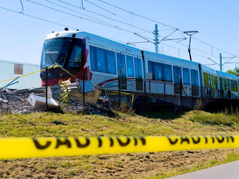 This LRT train derailed on Ottawa's Confederation Line on Sept. 19, 2021. The line has been out of service ever since, causing great consternation for regular OC Transpo riders. (Nicholas Cleroux/Radio-Canada - image credit)