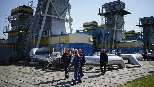 """Russia's Gazprom said on Monday it had reduced gas supplies to Ukraine after Kyiv missed an 0800 CET deadline to pay off its debts. At a press conference, a spokesperson for the Russian gas exporter said Ukraine would have to pay up front for any future gas and that Kyiv had not paid for June supplies. Sergei Kupriyanov added that they would continue supplies to Europe through Ukraine. """"The volumes of gas designated for European consumers are flowing in full accordance with the contract's figures, and Naftogaz Ukraine must stick to its contract to transit gas, and ensure the gas arrives uninterupted at its destination,"""" he said. Moscow increased its tariffs after the ousting of Ukrainian president Viktor Yanukovych. The two countries failed to agree overnight on the price of future gas deliveries and a compromise put forward by the EU was rejected by Russia."""