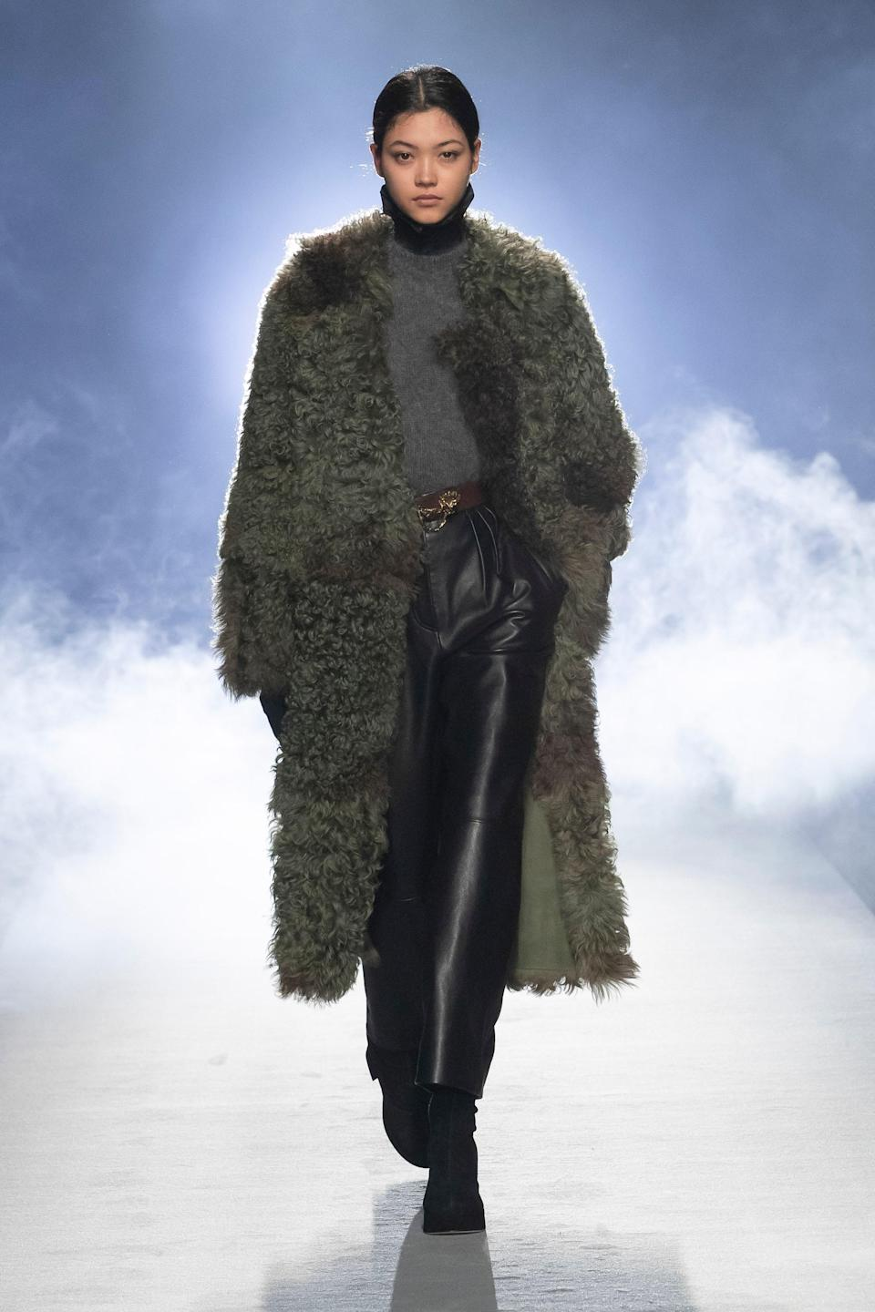 <strong>Alberta Ferretti:</strong> Off-Center Parts