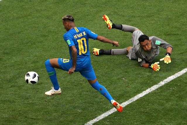 Soccer Football - World Cup - Group E - Brazil vs Costa Rica - Saint Petersburg Stadium, Saint Petersburg, Russia - June 22, 2018 Brazil's Neymar scores their second goal as Costa Rica's Keylor Navas looks on REUTERS/Lee Smith TPX IMAGES OF THE DAY