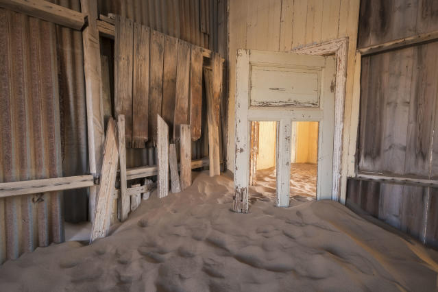 """<p>""""The town had such a feeling of being forgotten."""" Due to its location within the restricted area of the Namib desert, tourists need a permit to enter the town. (Photo: David Swindler/Caters News) </p>"""