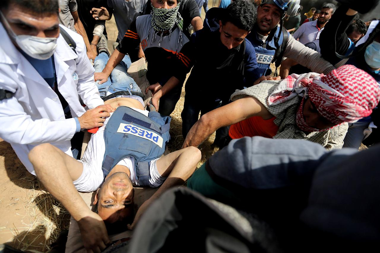 <p>Mortally wounded Palestinian journalist Yasser Murtaja, 31, is evacuated during clashes with Israeli troops at the Israel-Gaza border, in the southern Gaza, Strip April 6, 2018. (Photo: Ibraheem Abu Mustafa/Reuters) </p>