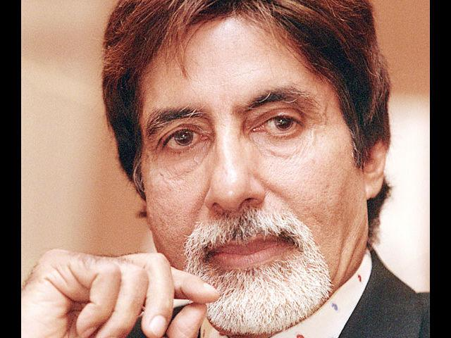 <b>8. Amitabh Bachchan</b><br>Big B is, was and always will be a legend and idol for millions. The evergreen star is a perfectionist even when it comes to his personal style. His trademark glasses, white French beard and classic suits will always be class apart.