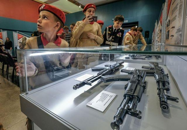With exhibit and selfies, Russians mark 100th birthday of Kalashnikov