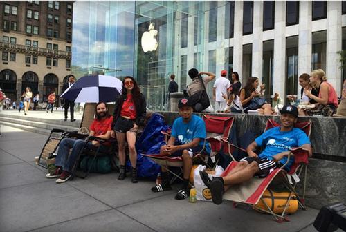 People in lawn chairs in line for the new iPhone