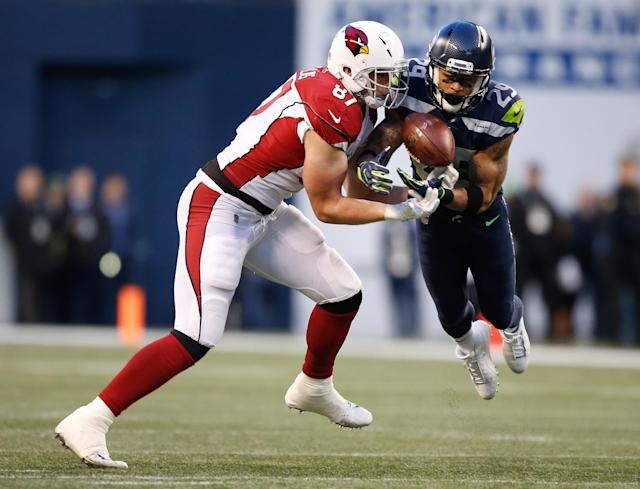 <p>Free safety Earl Thomas #29 of the Seattle Seahawks nearly intercepts the ball against tight end Troy Niklas #87 of the Arizona Cardinals in the fourth quarter at CenturyLink Field on December 31, 2017 in Seattle, Washington. (Photo by Otto Greule Jr /Getty Images) </p>