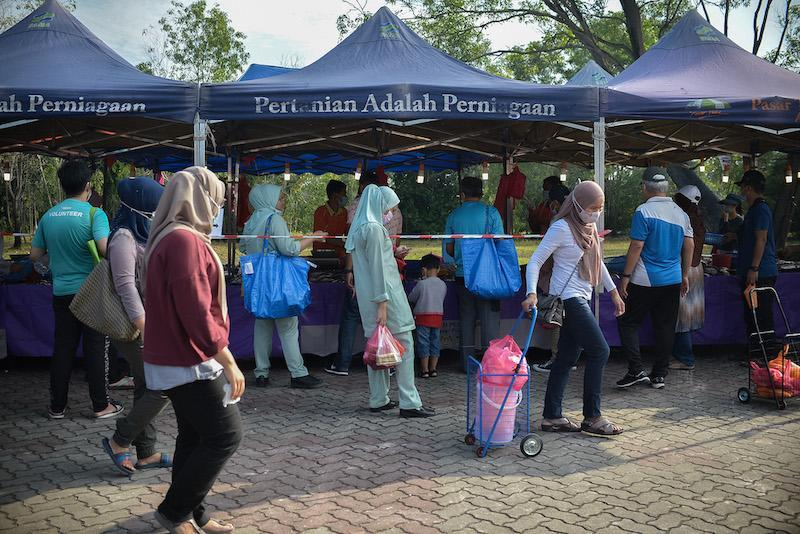 People lining up at a bazaar in Shah Alam March 14, 2021. — Picture by Miera Zulyana