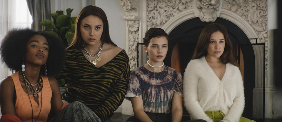 (l-r) Tabby (Lovie Simone), Lourdes (Zoey Luna), Lily (Cailee Spaeny), and Frankie (Gideon Adlon) deep in conversation in Columbia Pictures' THE CRAFT: LEGACY.