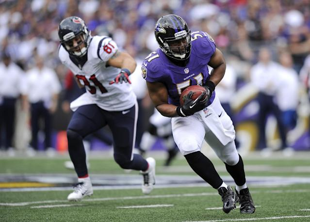 Baltimore Ravens inside linebacker Daryl Smith, right, intercepts a pass attempt in front of Houston Texans tight end Owen Daniels in the first half of an NFL football game, Sunday, Sept. 22, 2013, in Baltimore. Smith returned the interception for a touchdown. (AP Photo/Nick Wass)
