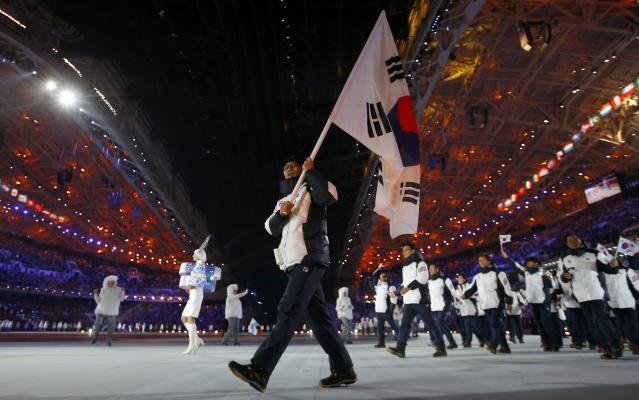 South Korea's flag-bearer Lee Kyou-hyuk leads his country's contingent during the opening ceremony of the 2014 Sochi Winter Olympic Games February 7, 2014. REUTERS/Brian Snyder (RUSSIA - Tags: SPORT OLYMPICS)