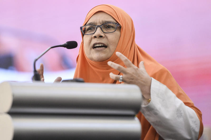 Dr Siti Mariah Mahmud speaks during Amanah's National Convention in Shah Alam December 8, 2019. — Picture by Miera Zulyana