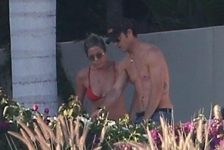 The last photo of Aniston and Theroux as a couple, snapped in Los Cabos over New Year's. (Photo: Backgrid)